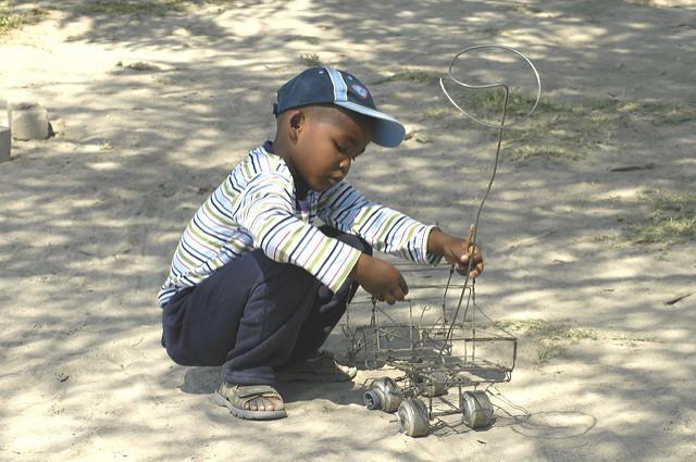 Creando. Un niño en África.